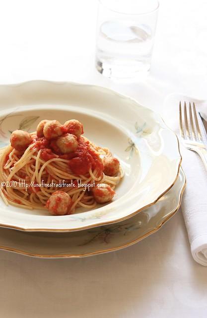 Spaghetti(ni) con polpette (di fagioli)