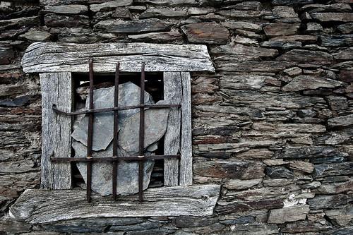 Pizarras negras en la ventana