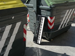 Unusual Trash (tekstur) Tags: trash keyboard bilbao rubbish bins streetphotographynowproject