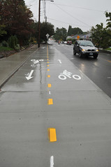 Two-way cycle track on Going at 33rd-83
