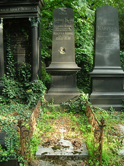 Zentralfriedhof_29 (Ungeist) Tags: world vienna wien war ww2 jewish zentralfriedhof bulletholes zweiter weltkrieg jüdische abteilung wk2 einschüsse einschuss