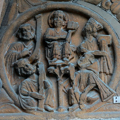 Jesus amongst the doctors roundel medieval carving