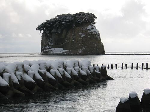 雪の見附島