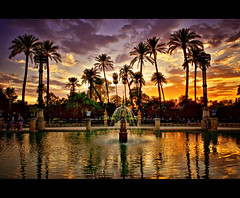 Parque de cine (Z Snchez) Tags: sunset espaa water reflections atardecer photo sevilla spain agua espanha europe photographer south fuente seville andalucia font sur andalusia fontana espagne palmera ocaso hdr spanien spagna reflejos sevilha siviglia parquedemarialuisa plazadeamerica     zusanchez sevillaban parquemarialuisasevilla