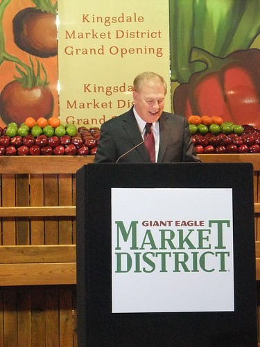 Governor Ted Strickland at the Grand Opening of the Giant Eagle Market District Kingsdale