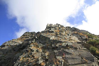 西穂高岳から見た奥穂高岳の縦走路