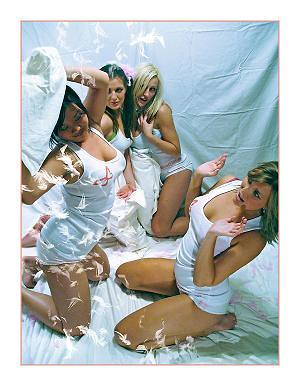 sexy-pillow-fight3