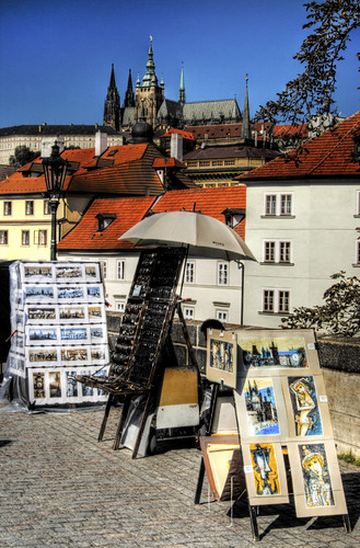 Pictures at Charle Bridge. Prague. Pinturas en el puente de Carlos. Praga