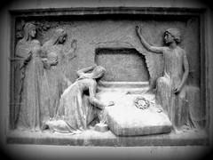 Das geöffnete Grab / The open Grave (S. Ruehlow) Tags: friedhof cemetery graveyard frankfurt tombstone grabstein epitaph grabanlage hauptfriedhof gravstone hauptfriedhoffrankfurtam dasgeöffnetegrab