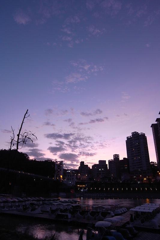 夜晚的碧潭