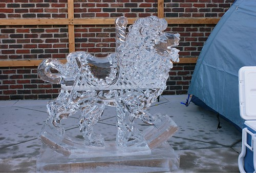 Lion Photo Op ice sculpture