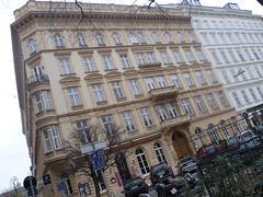 Wien, 1. Bezirk (el arte de las fachadas de Viena) - Rudolfsplatz (Josef Lex (El buen soldado Švejk)) Tags: rudolfsplatz anglesanglesangles