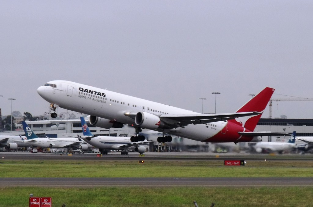 Qantas 767 by Simon_sees, on Flickr