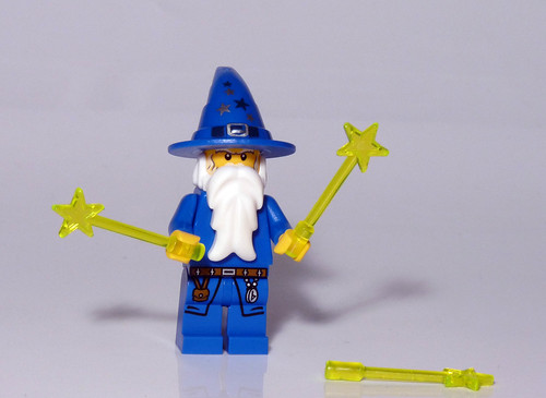 7952 - 2010 Kingdoms Advent Calendar - Day 24 - Wizard