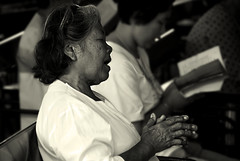 Fervor (Xavier Cloitre) Tags: voyage old trip ladies portrait bw woman white black blanco lady thailand temple photography photo nikon asia noir photographie y buddha femme prayer negro buddhism thalande nb bn asie d200 fotografia et blanc vieille fervor portreto buddhisme ferveur xaviercloitre