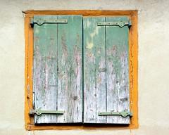 Souzy (Rhône) (Cletus Awreetus) Tags: france montsdulyonnais souzy rhône village volet architecture bois métal ferronnerie