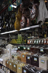 Gros e iguarias do Mercado / Grains and delicacies of So Paulo market (marciofleury) Tags: brazil brasil nikon saopaulo market grains delicacies mercadao graos iguarias d5000