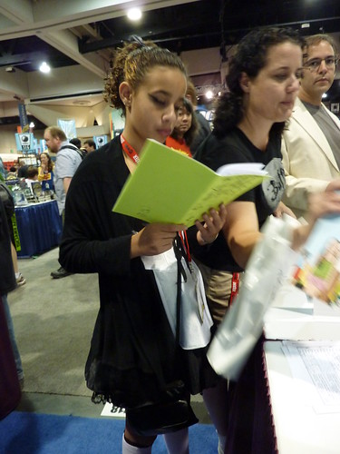 A fan reads Natalia Hernandez's The Cat Eyes - Fantagraphics at Comic-Con 2010