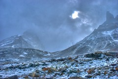 In the cloud (Robert O'Duill) Tags: chile patagonia mountain snow nikon hiking hike torresdelpaine d60 thew tonemapped 18200vr robertoduill
