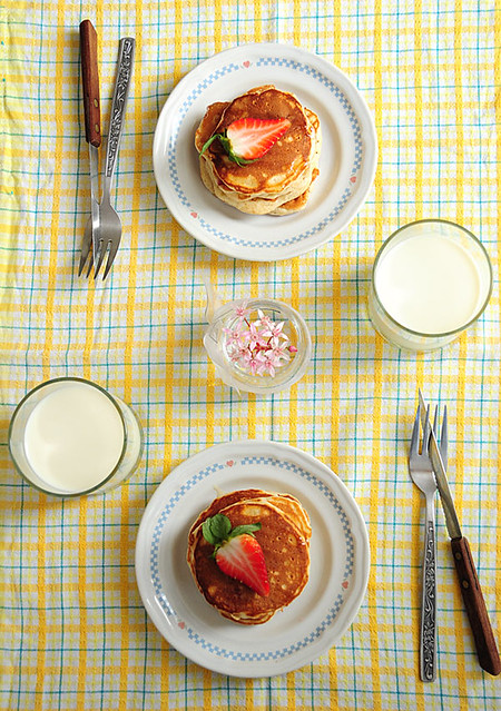 mini strawberry pancakes