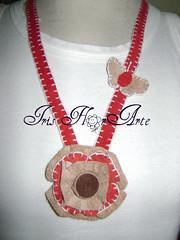 Simplicidade... (Iris Florarte) Tags: handmade artesanato vermelho borboleta colar bege croche couro feitoamo nacklance