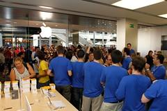 _MG_4370 (elrobsono) Tags: barcelona applestore opening maquinista