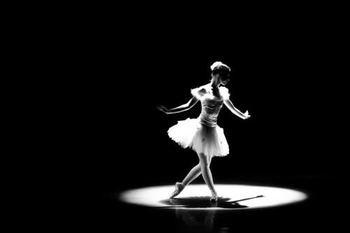 フリー写真素材, 人物, 女性, 踊る・ダンス, バレエ・バレリーナ, モノクロ写真,