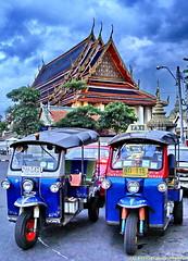 Tuk Tuks at Wat Po (Paulo Kawai) Tags: thailand bangkok tailandia thai po tuktuk wat thailandia buda templo thailande triciclo samlor reclinado bangcoc banguecoque earthasia totallythailand