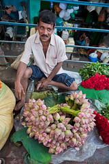 Au marché aux fleurs de Calcutta (hubertguyon) Tags: bengaleoccidental calcutta inde marchindiawestbengalflowermarketmarchéfleursvendeurbengale occidentalcalcuttaindemarchž aux fleursmarché fleurs earthasia