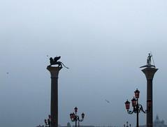Rosato (SantiMB.Photos) Tags: cruise venice italy fog italia streetlamps columns statues estatuas farolas venecia venezia niebla zenith 2010 crucero columnas pullmantur