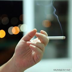 El último... (osolev) Tags: hand bokeh cigarette smoke mano fumar humo tobacco tabaco cigarro cigarrillo ltytrx5 ltytr1 osolev