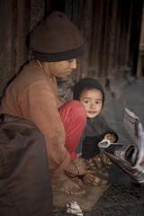 La mia mamma c' (Patan - Nepal) (nepalbaba) Tags: nepal mother son mamma 2008 patan durbarsquare figlio concordians internationalgeographic allegrisinasceosidiventa virgiliocompany renatatmexnepalbaba