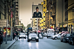 Grenzbergang Checkpoint Charlie (photo-maker) Tags: city berlin germany army deutschland stadt ddr mitte soldat checkpointcharlie 2010 westberlin grenzbergang grenze ostberlin amerikaner sektor digitalcameraclub allemania sektorengrenze 20100909124520