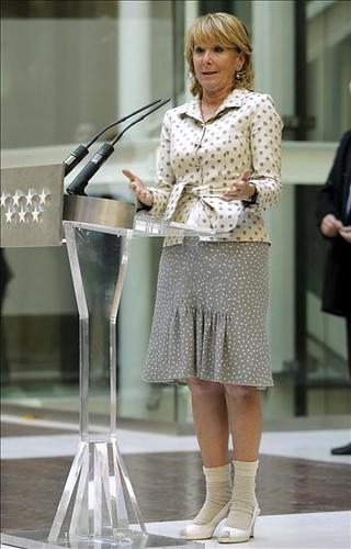 Esperanza Aguirre en calcetines
