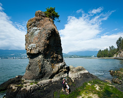 Siwash Rock (JoMiHo) Tags: vancouver stanleypark d700