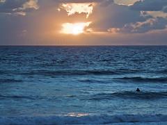 Solo ante la inmensidad (Franci Esteban) Tags: atardecer mar panasonic solo puestadesol dmc oceano atlantico inmensidad fz28