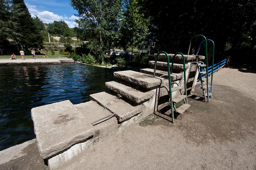 Piscina natural del rio arenal en arenas de san pedro for Piscinas naturales rio tormes