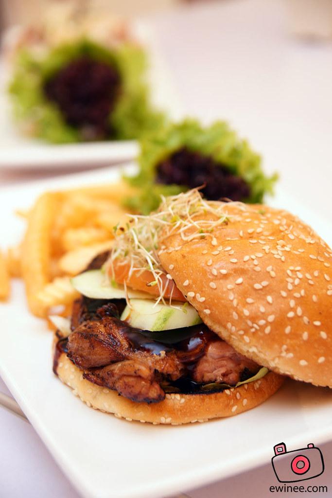 FULLHOUSE-SUNWAY-GIZA-chicken-burger
