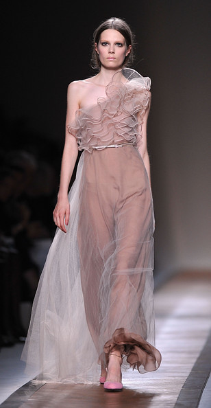 Valentino+Runway+Paris+Fashion+Week+Spring+qa8MFqt7AeVl