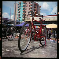 Speda (mybigbro) Tags: red color 120 6x6 tlr film bike bicycle mediumformat square ride kodak seagull 120format negative scanned mf merah twinlensreflex basikal kodakektacolorpro160 mybigbro speda canoscan8800f seagull4 haiou75mm35