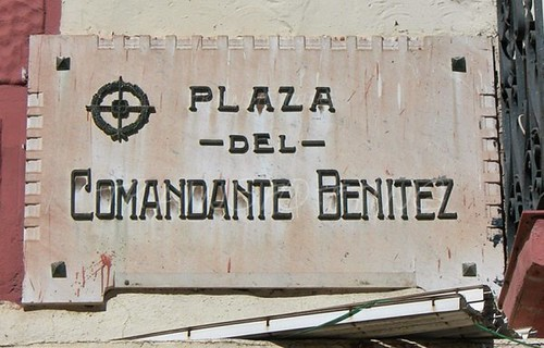 Plaza Comandante Benitez Placa