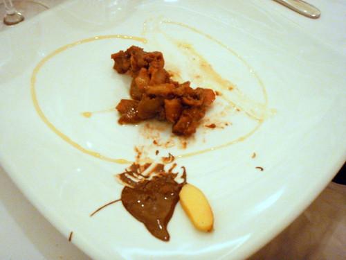 Pečene dunje sa medom, uljem od bjelice i čokoladom