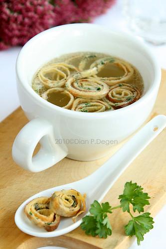 Kräuter Frittaten-Suppe