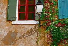 La fentre provenale 9 (Saint-Saturnin-ls-Apt) (Vainsang) Tags: france window apt lanterne nikon streetlight lantern provence luberon fenetre ocre vaucluse reverbere saintsaturnin 10faves saintsaturninlesapt d40x