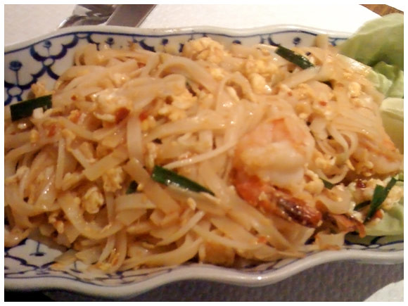 Shrimp pad thai - Nyamuk