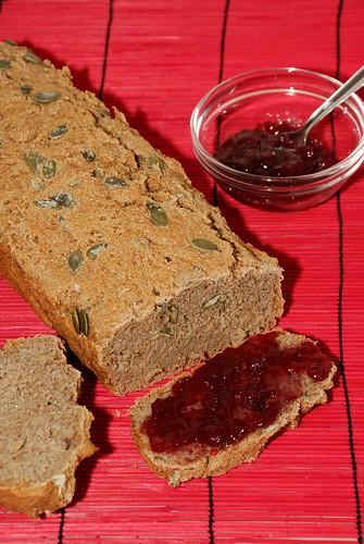 Pan de centeno y cebaza con semillas de calabaza
