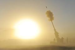 [フリー画像] 社会・環境, 戦争・軍隊, 霧・霞, アフガニスタン・イスラム共和国, 榴弾砲, 201010221300
