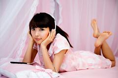 [フリー画像] 人物, 女性, アジア女性, ヘッドフォン・イヤフォン, 韓国人, ピンク, 201010210900