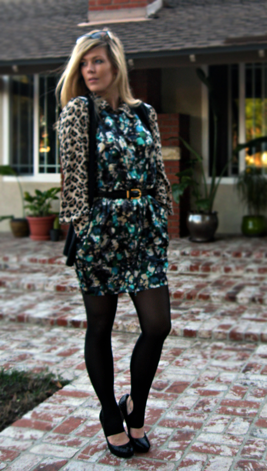 print mixing+pairing patterns+fashion+outfit+stirrup tights add to shoes+long blonde hair