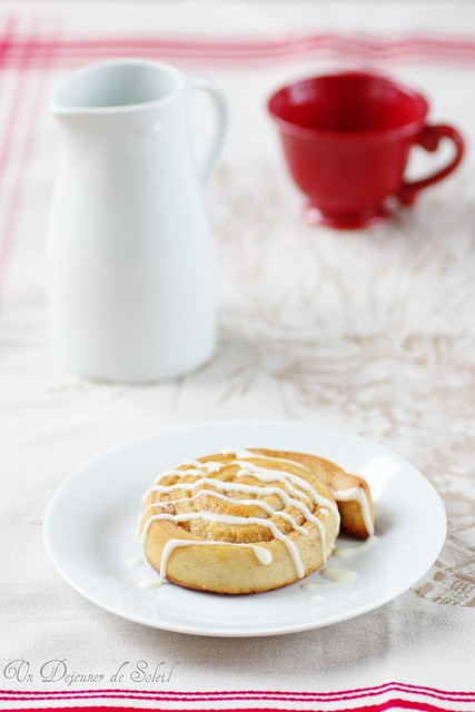 Cinnamon rolls with mascarpone